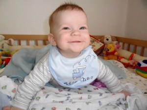 csecsemő mosolyog
