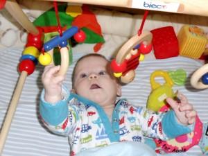 Manipuláció és szem kéz koordináció fejlődése a játék közben.
